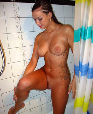 Raunchy tattooed girlfriend wash her..