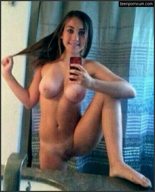 Selfie junge nackt YOLO Selfie